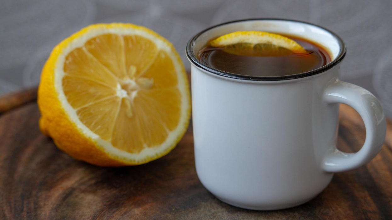 Kaffee mit Zitrone: Dieses Getränk soll ein echter Fatburner sein.