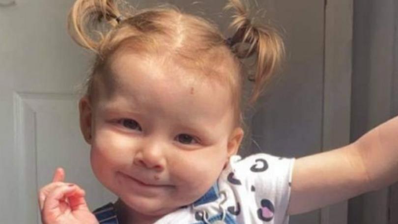 Die kleine Harper-Lee musste sterben, weil sie eine Batterie verschluckte.