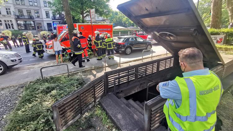 Mehrere Verletzte in Hamburg - U-Bahn kracht bei voller Fahrt in Hindernis