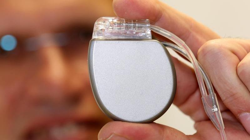 Eriksen hat Defibrillator bekommen: So funktioniert das Hightech-Gerät