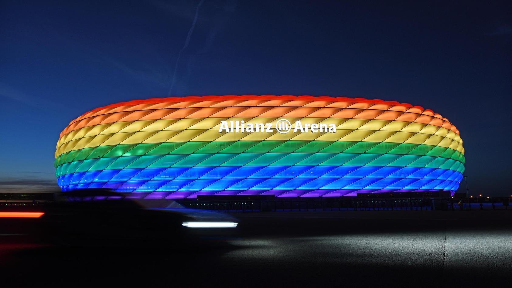 Das Münchner EM-Stadion in Regenbogenfarben.