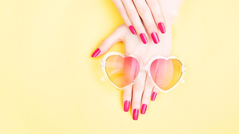 Welche Farben tragen wir diesen Sommer wohl auf den Nägeln?