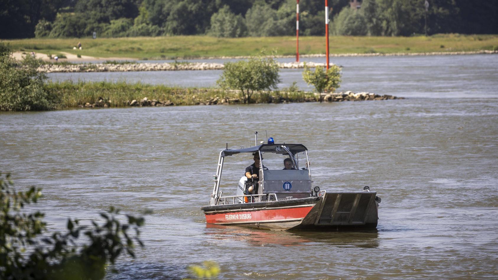 17.06.2021 , Duisburg , Feuerwehr und Polizei setzen die Suchmaßnahmen nach den 2 vermissten Mädchen fort