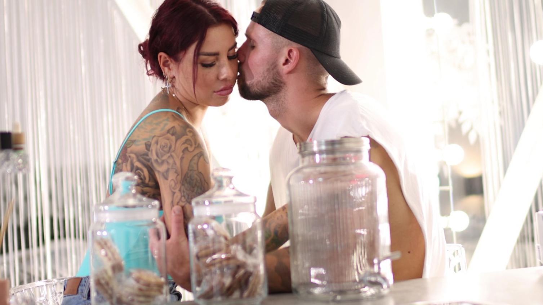 Kate Merlan und Jakub Jarecki schweben auf Wolke 7. Ihre gegenseitige Liebesbekundung tragen sie deshalb auch auf der Haut.