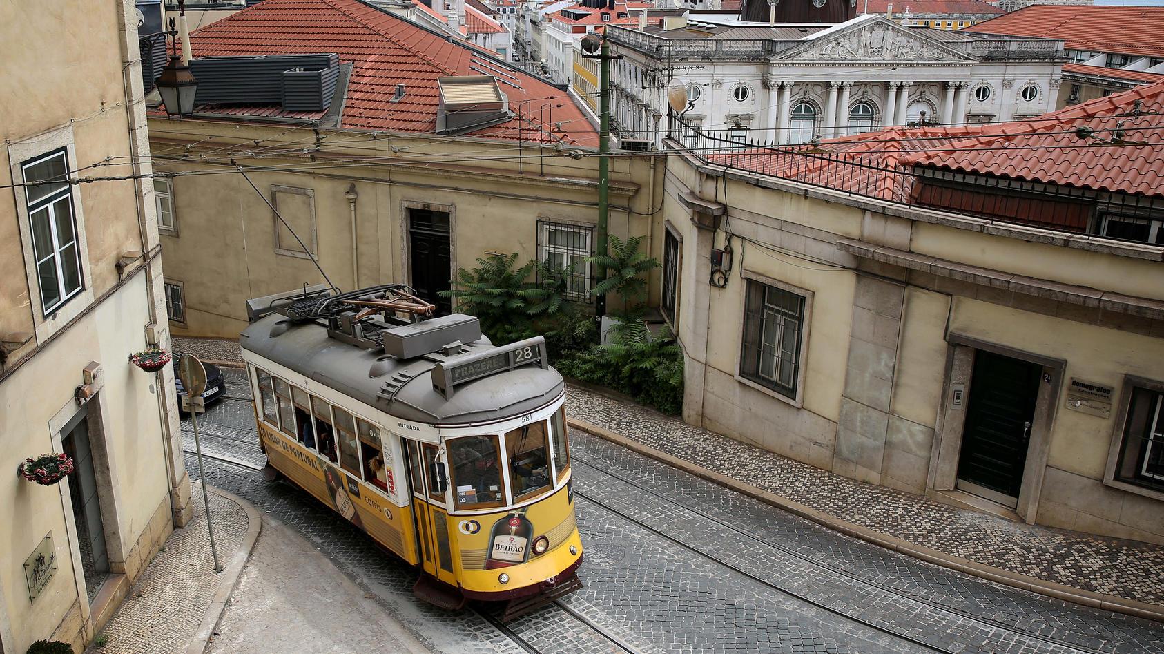 Mit der berühmten Lissabonner Straßenbahn die Stadt erkunden - im Moment eher keine gute Idee!