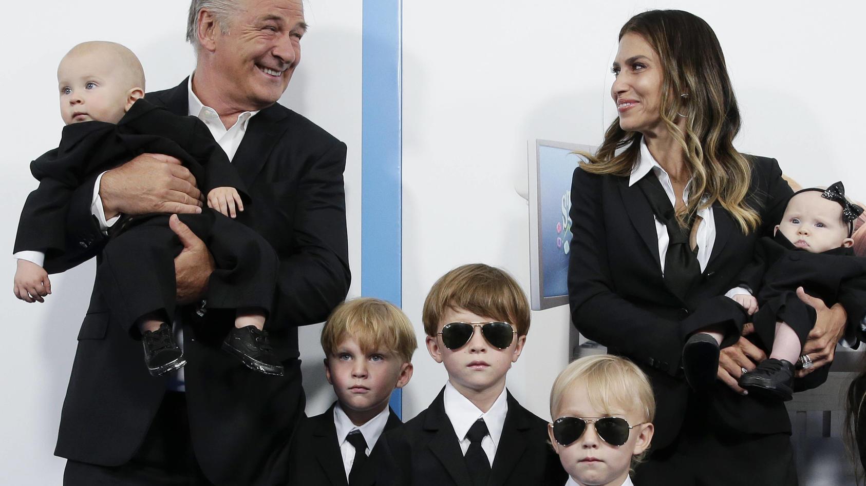 Alec Baldwin, Hilaria Baldwin und ihre Kinder Lucia , Rafael,  Eduardo , Leonardo und Rome.