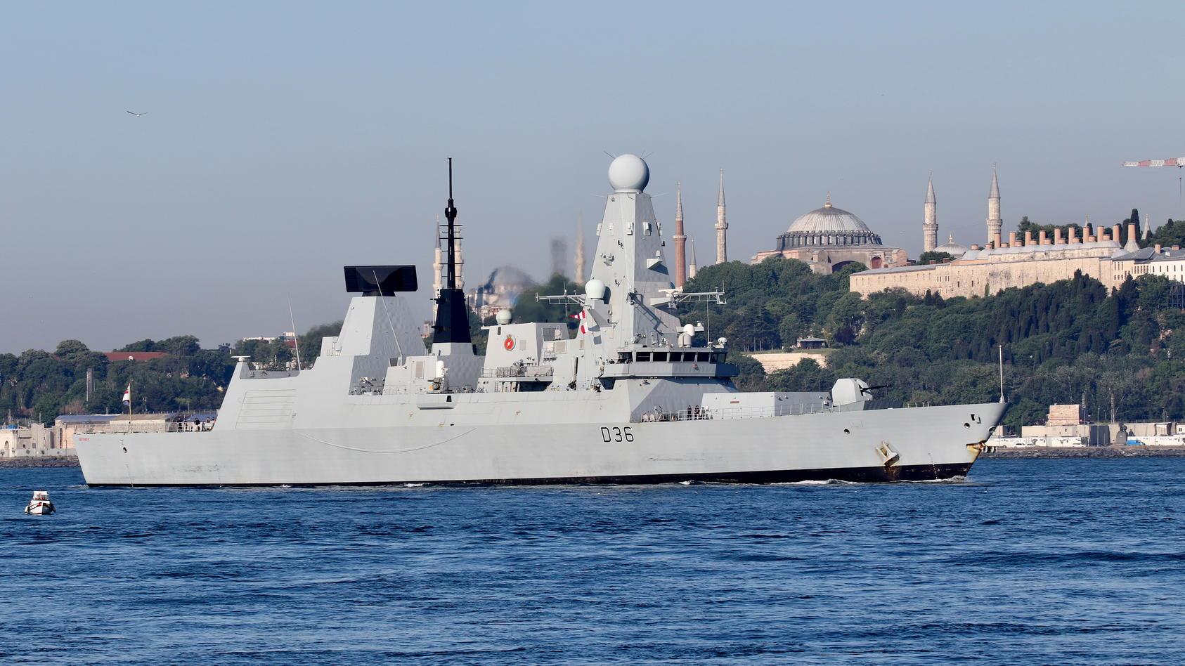 Das britische Kriegsschiff HMS Defender soll in russische Gewässer eingedrungen sein