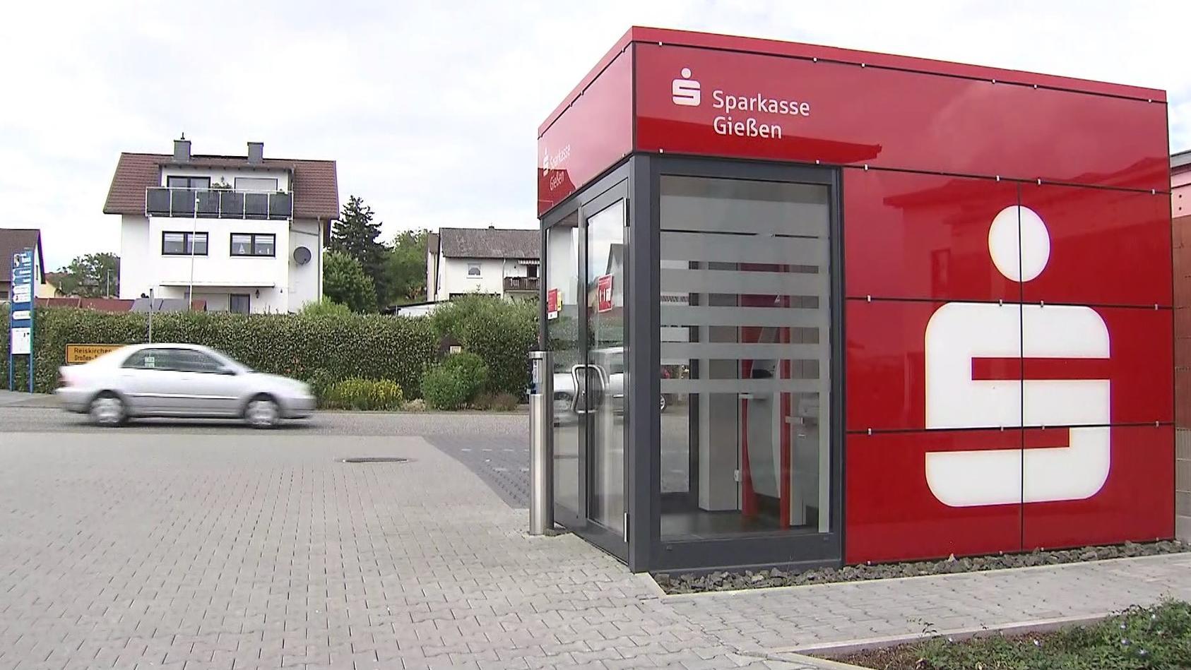 Der Bankautomat der Sparkasse in Buseck sollte in der Nacht in die Luft fliegen.
