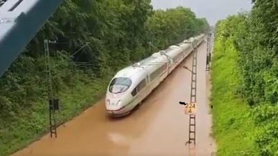 Nach Unwettern war die ICE-Strecke von Freiburg nach Basel teilweise überschwemmt