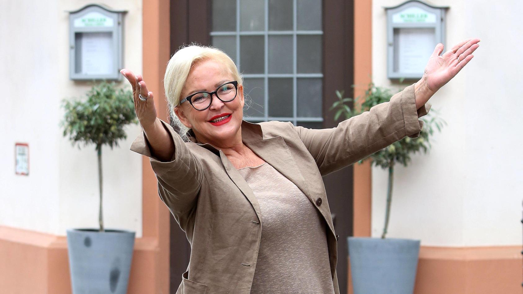 """Angelika Milster am Set von """"Unter uns""""."""
