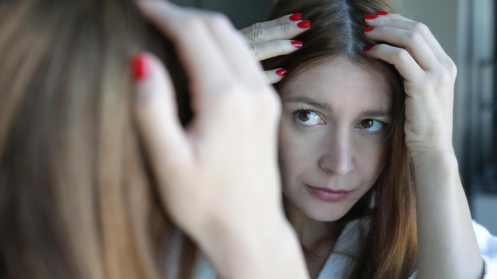 Studie zeigt: Graue Haare können wieder Farbe bekommen