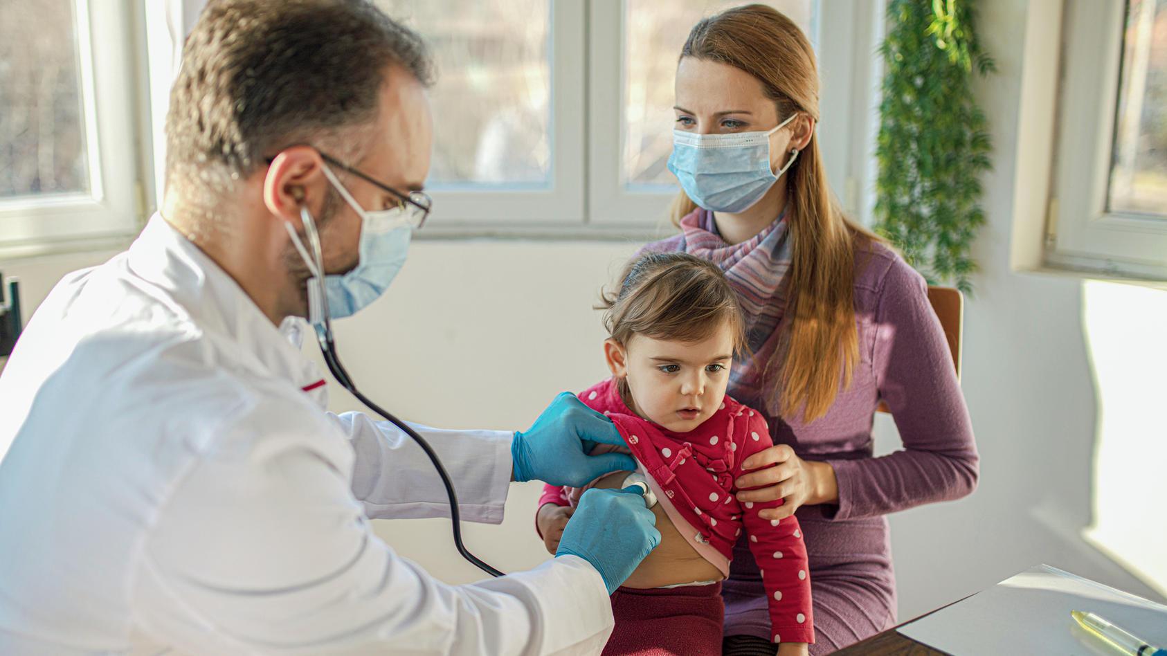 Wenn beim Kind ein Arztbesuch ansteht, liegt dieser häufig in der Arbeitszeit der Eltern.