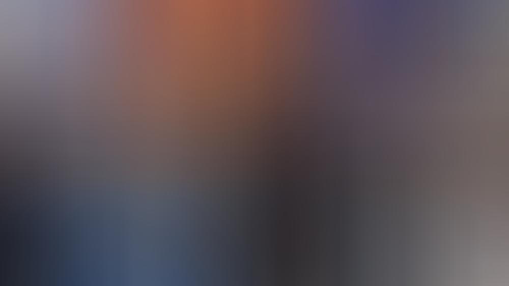 Die Queen und ihr Enkel Prinz William in der Fabrik des Softdrink-Herstellers.