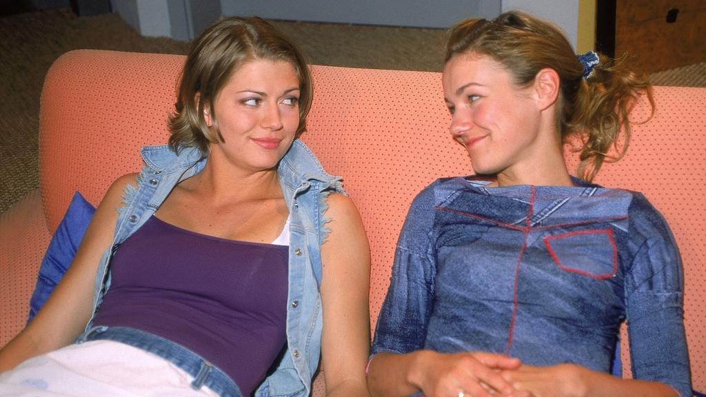 """Rhea Harder-Vennewald  und Nina Bott als """"Flo"""" und """"Cora"""""""