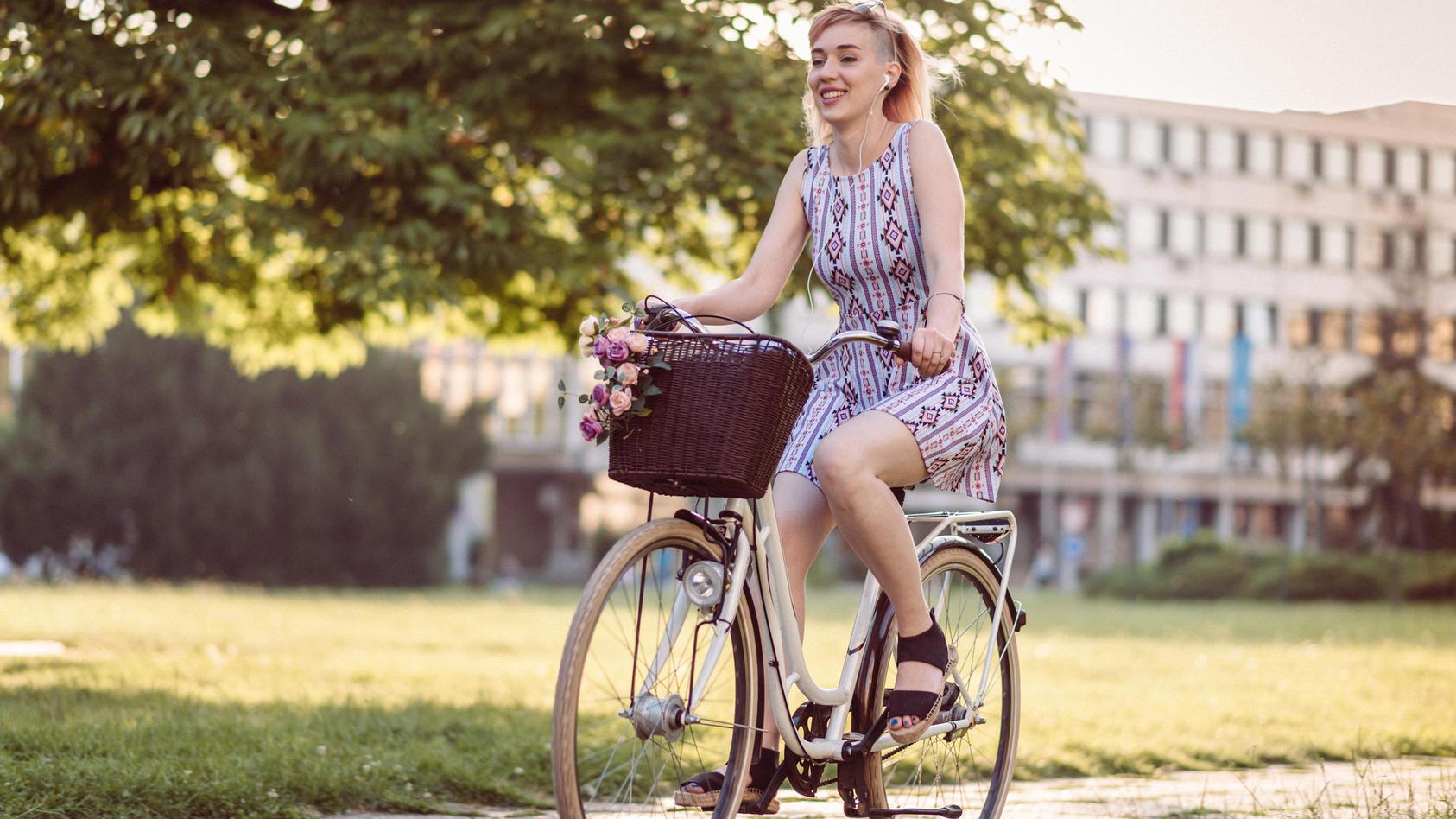 Röcke mit leichten Stoffen fliegen beim Radfahren leider ständig hoch.