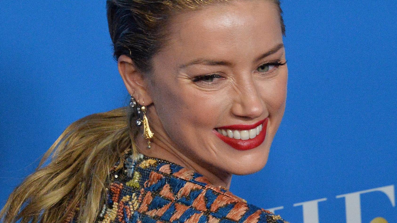 Schauspielerin Amber Heard ist überraschend Mama geworden.