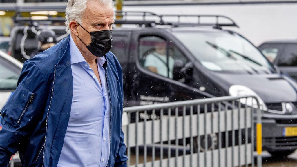 AMSTERDAM - Lawyer Peter r de Vries arrives at the bunker, prior to the substantive treatment of the multi-day Marengo trial. Seventeen suspects, including prime suspect Ridouan Taghi, are on trial in the mega-murder case. The gang is suspected of h