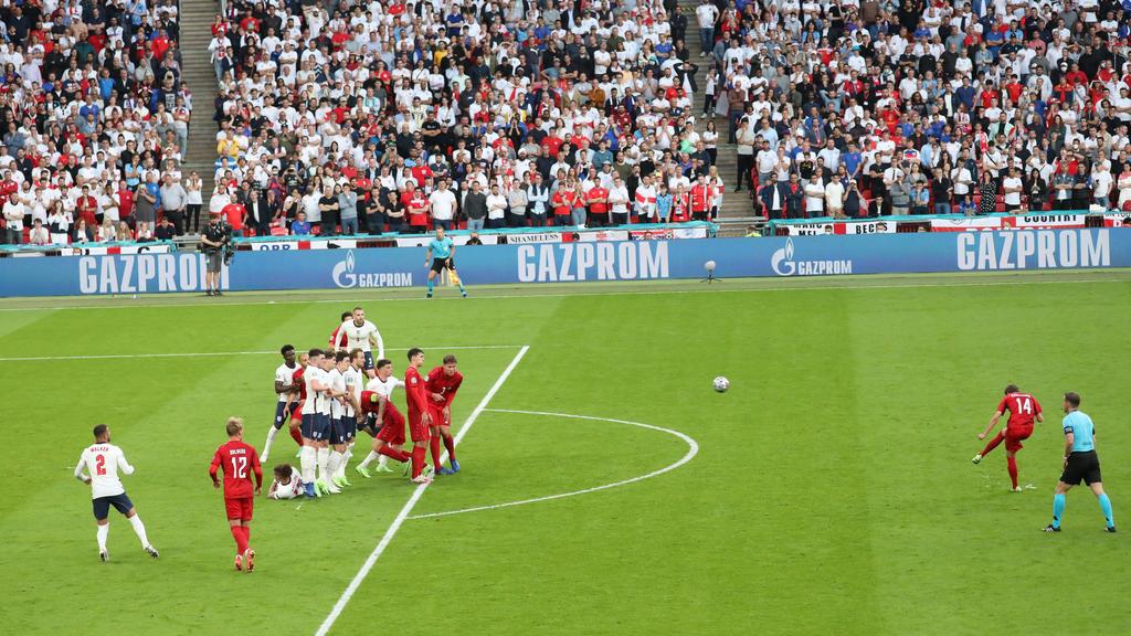 210707 Mikkel Damsgaard of Denmark scores the 0-1 goal during the UEFA EURO, EM, Europameisterschaft,Fussball 2020 Football Championship semi final between England and Denmark on July 7, 2021 in London. Photo: Paul Marriott / BILDBYRAN / Cop 243 bbe