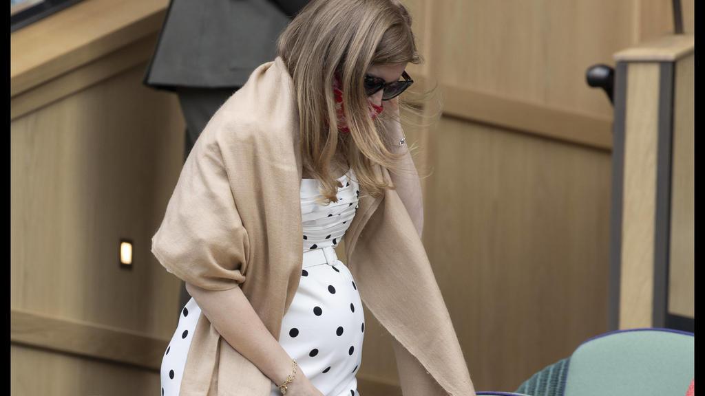 . 08/07/2021. London, United Kingdom. A pregnant Princess Beatrice in the Royal Box on day ten of the Wimbledon Tennis Championships in London. PUBLICATIONxINxGERxSUIxAUTxHUNxONLY xStephenxLockx/xi-Imagesx IIM-22376-0091