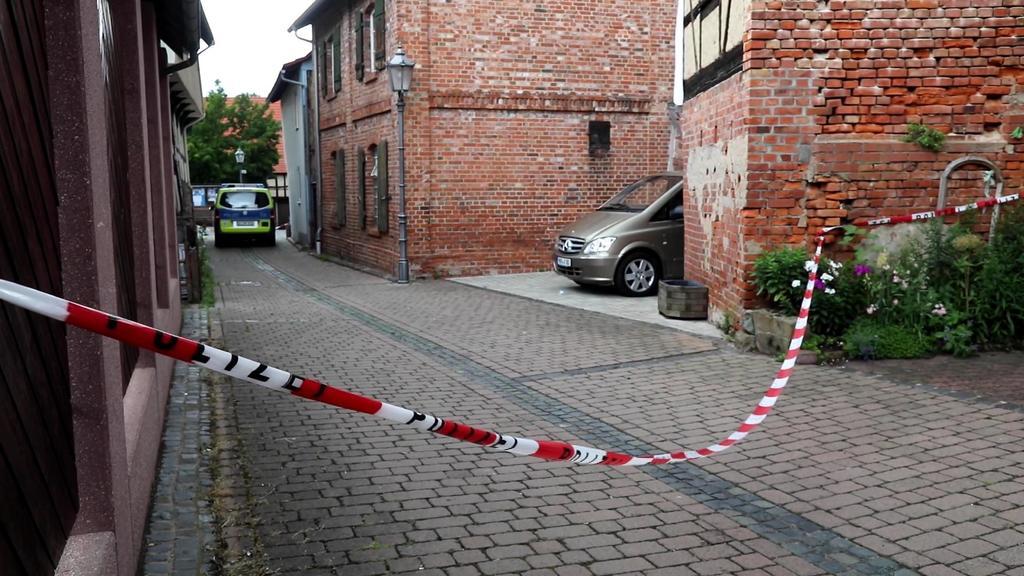 Polizei und Spurensicherung sperrten den Tatort ab.