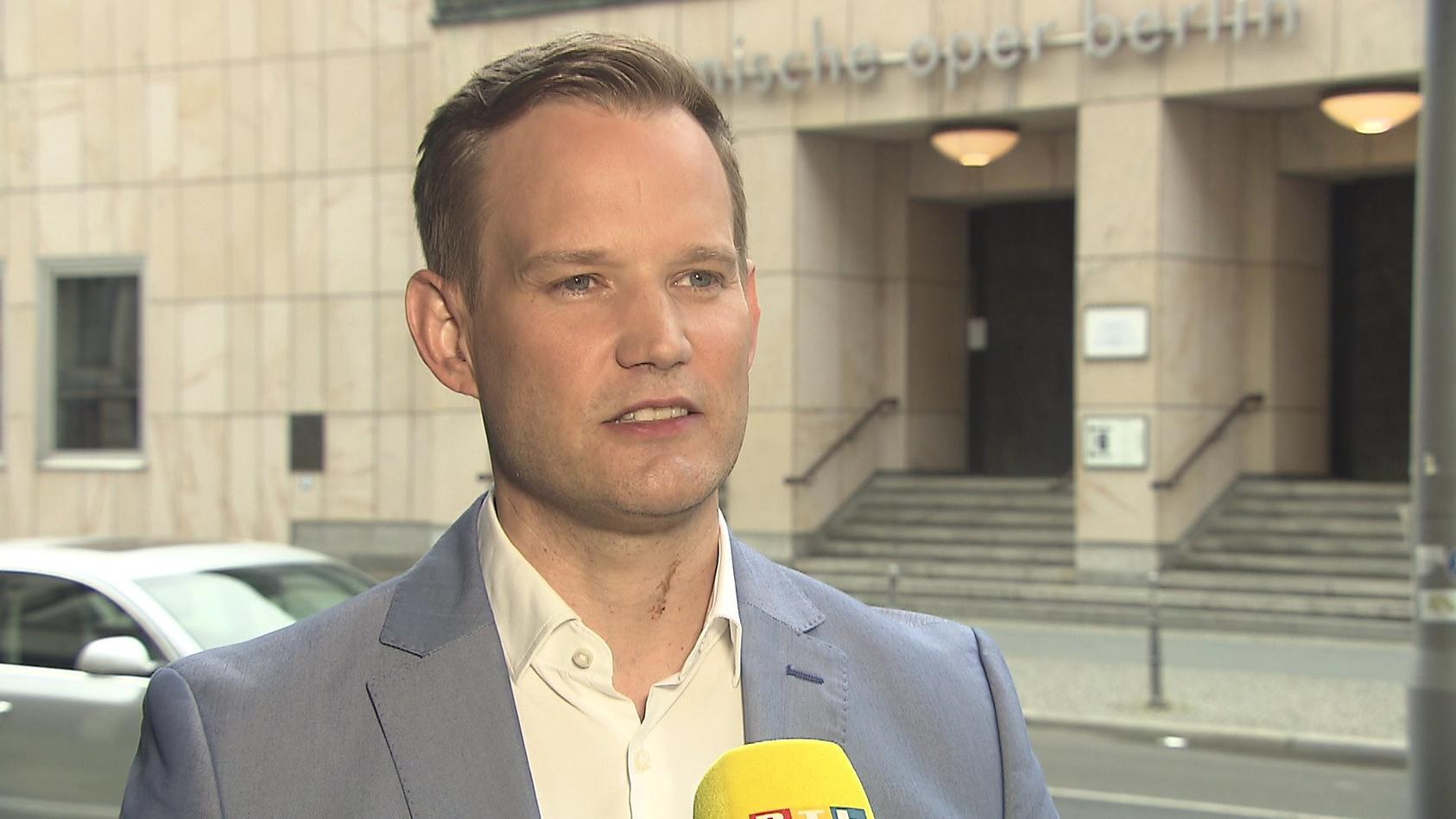 """""""Es gibt keine generelle Empfehlung, jetzt bereits eine Auffrischimpfung zu machen"""", so Virologe Prof. Hendrik Streeck im RTL-Interview."""