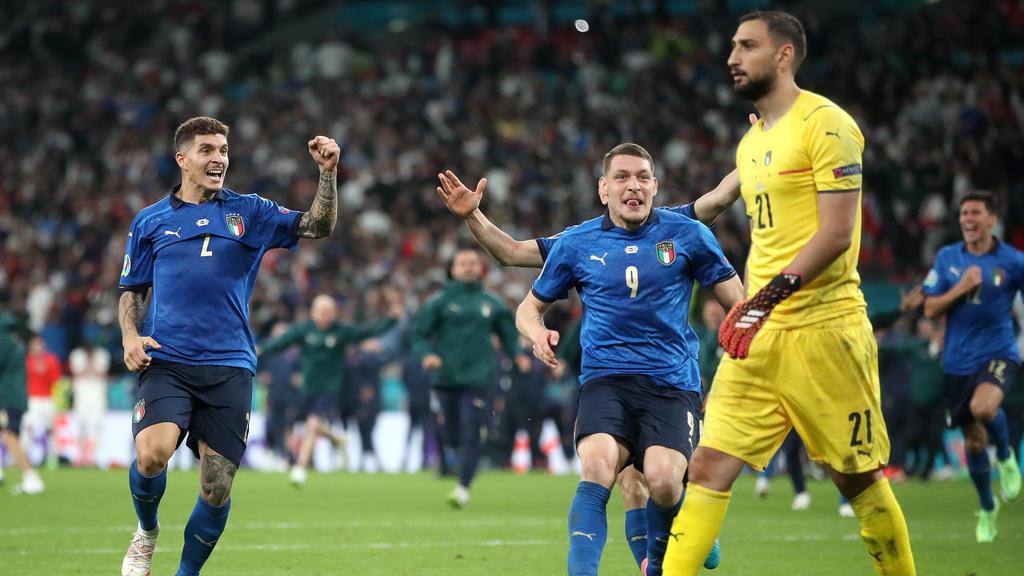 Hey Gigi, wir sind Europameister! Gianluigi Donnarumma wusste zunächst scheinbar gar nicht, dass er und sein Team den Pokal gewonnen hatten.