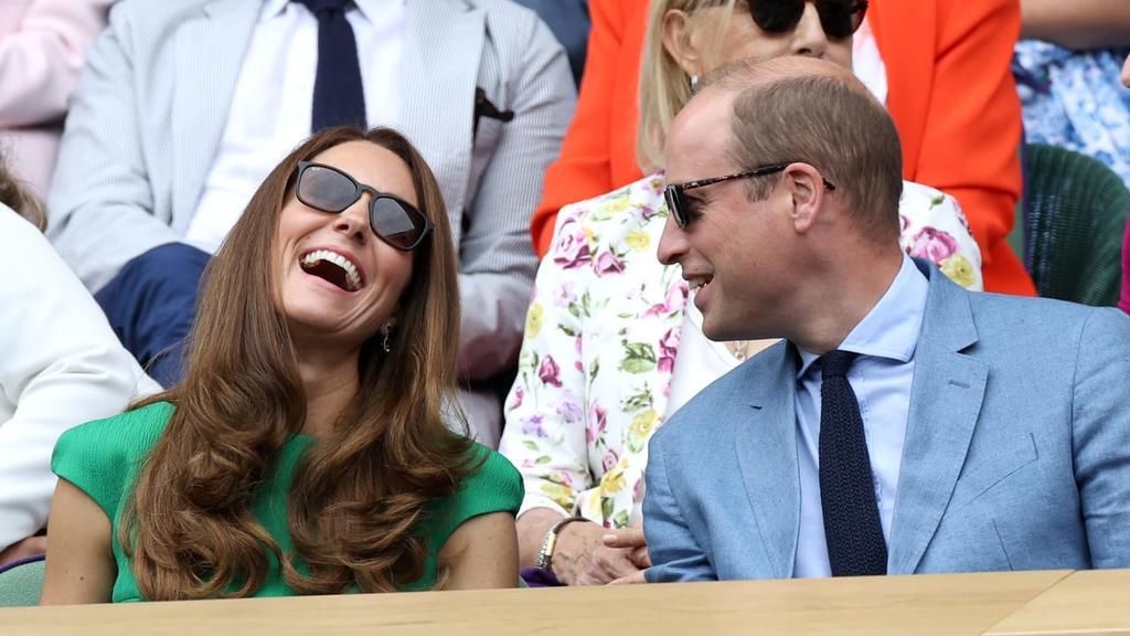 Total verliebt: Kate und William in Wembley beim Finale der Frauen