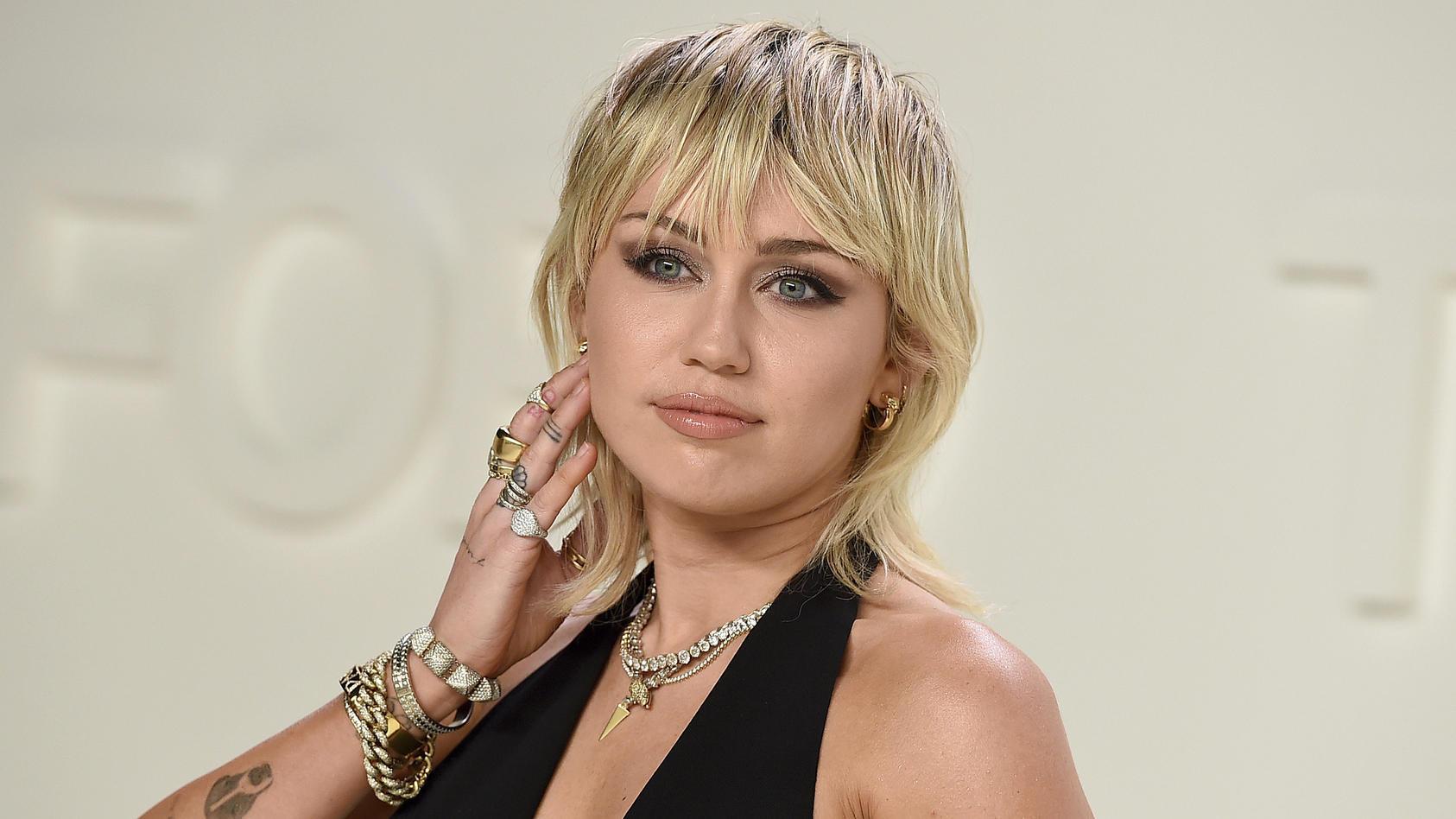 """Miley Cyrus trägt ihn schon länger: den """"Wolf Cut"""""""