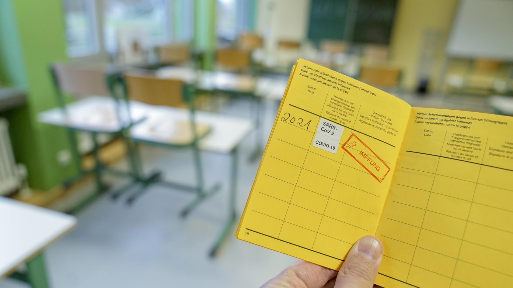 Das Verwaltungsgericht in Schleswig hat einen Eilantrag gegen Corona-Schutzimpfungen an Schulen als unzulässig abgelehnt.