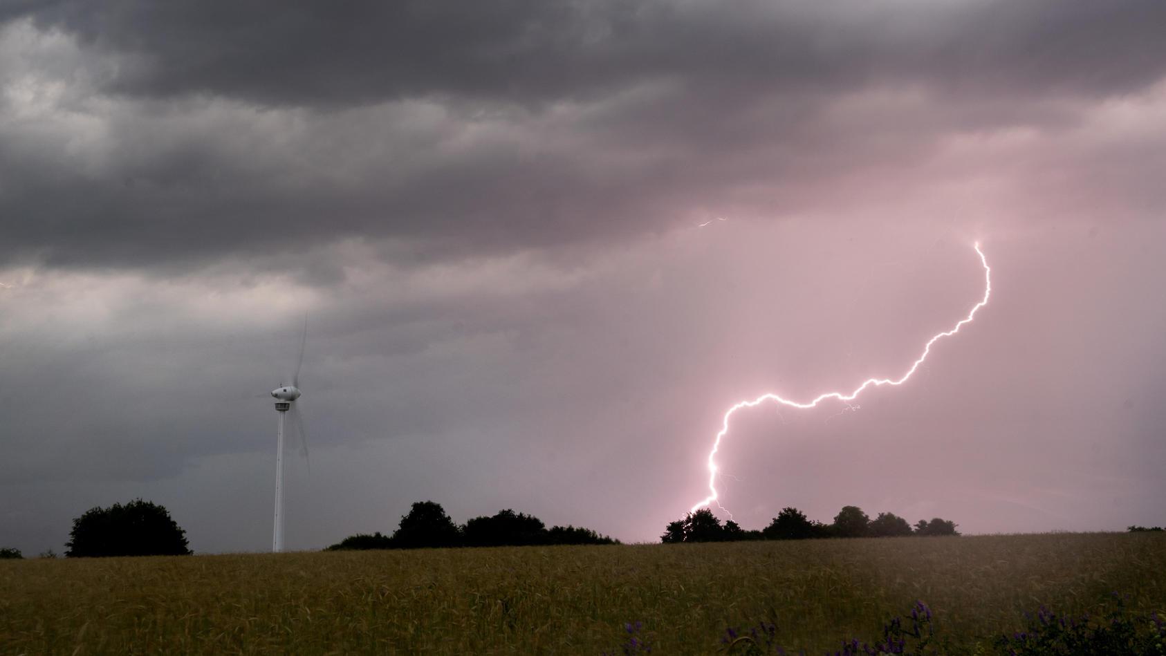 Ein kurzes starkes Gewitter war am Mittwochmittag über Mecklenburg-Vorpommern gezogen. (Symbolbild)