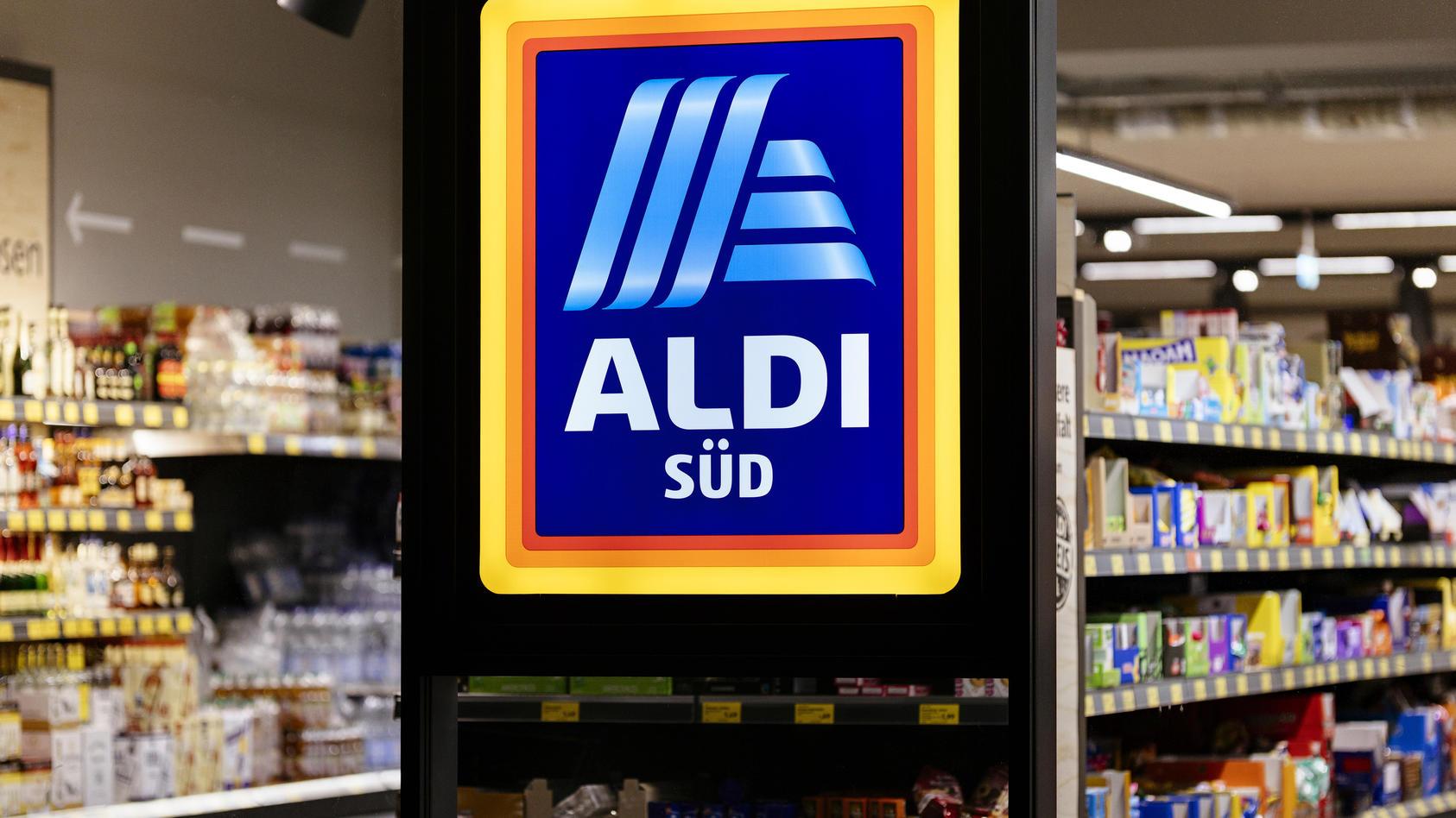 Aldi erhöht Löhne für Tarifmitarbeiter.