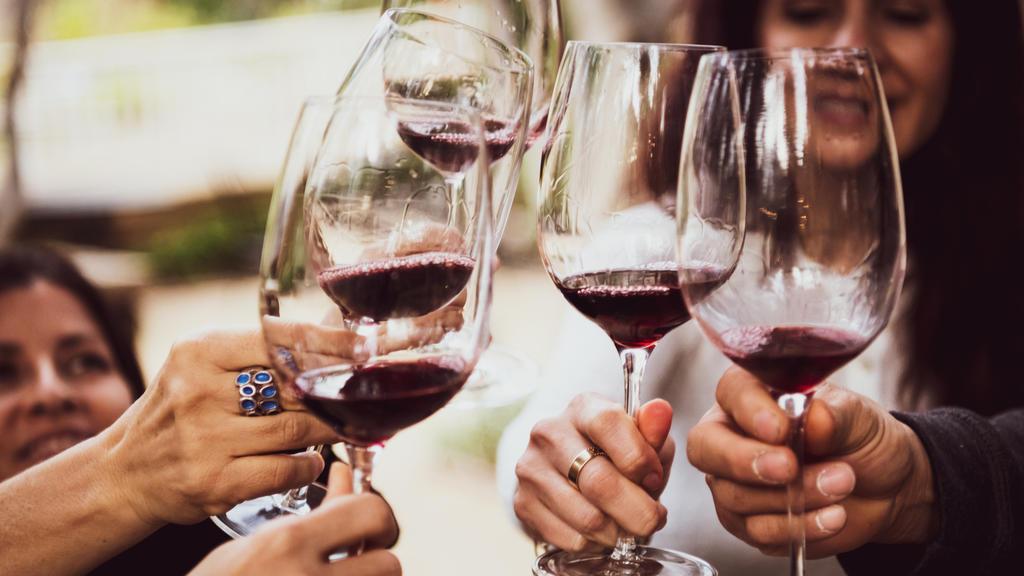 Rotwein ist kein No-Go bei der Regenbogen-Diät.