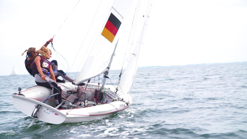 Luise Wanser und Anastasiya Winkel werden an den Olympischen Spielen im Segeln teilnehmen.