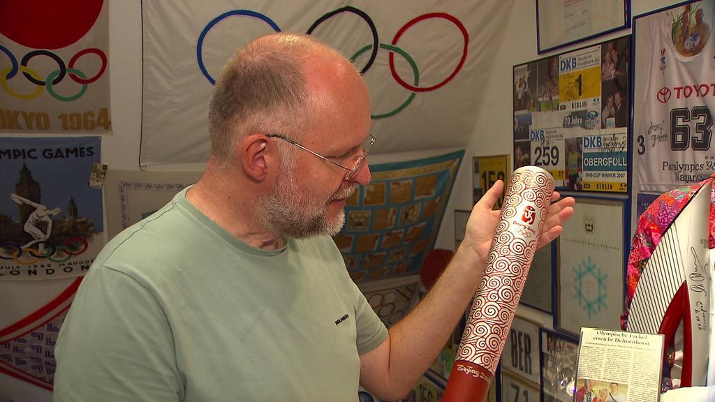 Drei olympische Fackeln hat Frank Scheffka. Diese ist von den olympischen Sommerspielen 2008 in Peking.