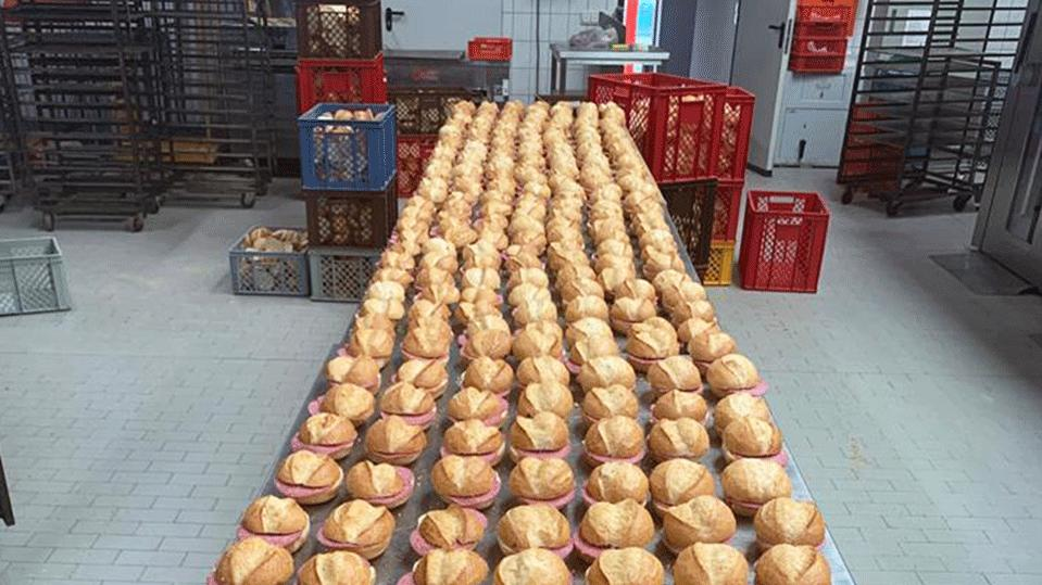 Aktuell produziert die Bäckerei von Jürgen Schillinger Brötchen und Brote für die Helfer des Hochwassers.