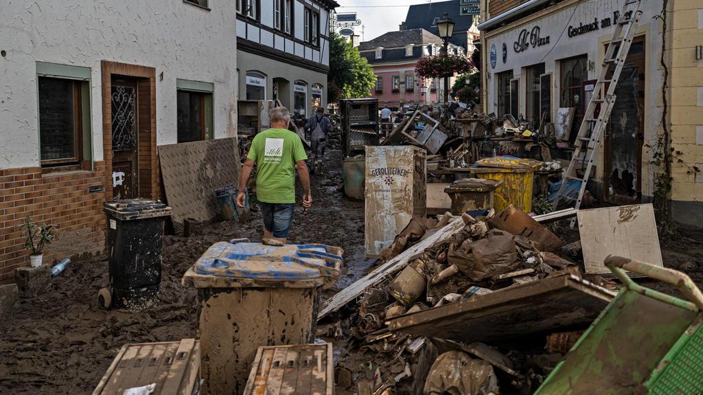Aufräumarbeiten nach dem Hochwasser