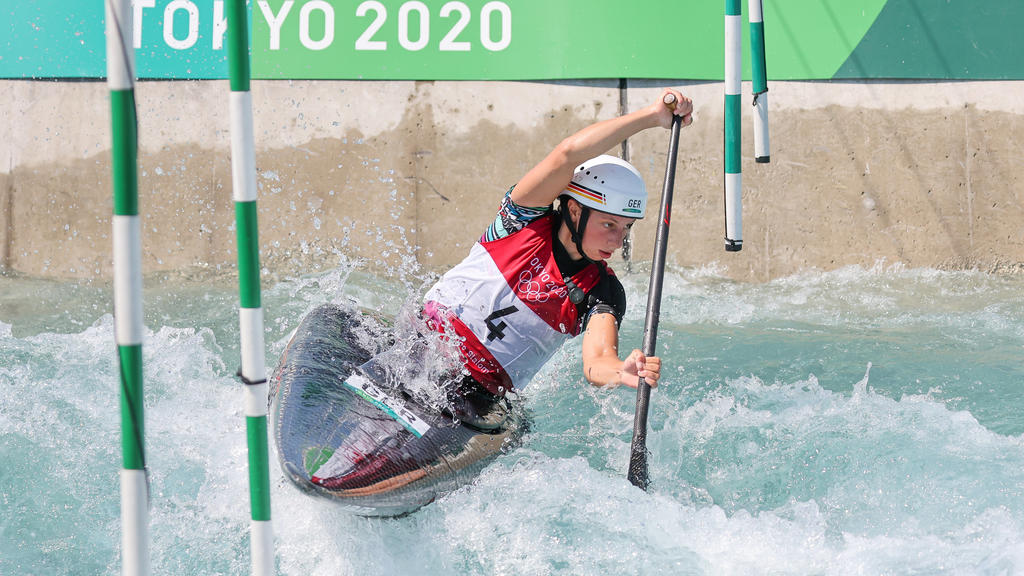 Andrea Herzog trainiert im Wildwasser-Kanal von Tokio