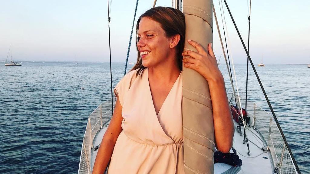 Jonna Kilian-Vostell auf ihrem Segelbott - der Tangaroa
