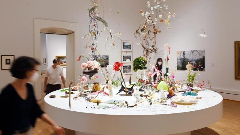 """In der Staatlichen Kunsthalle Karlsruhe wird das Werk """"Pflanzen dichten"""" gezeigt. Foto: Uli Deck/dpa"""