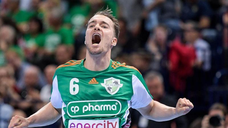 Handballspieler Casper Mortensen jubelt. Foto: Axel Heimken/dpa/Archivbild