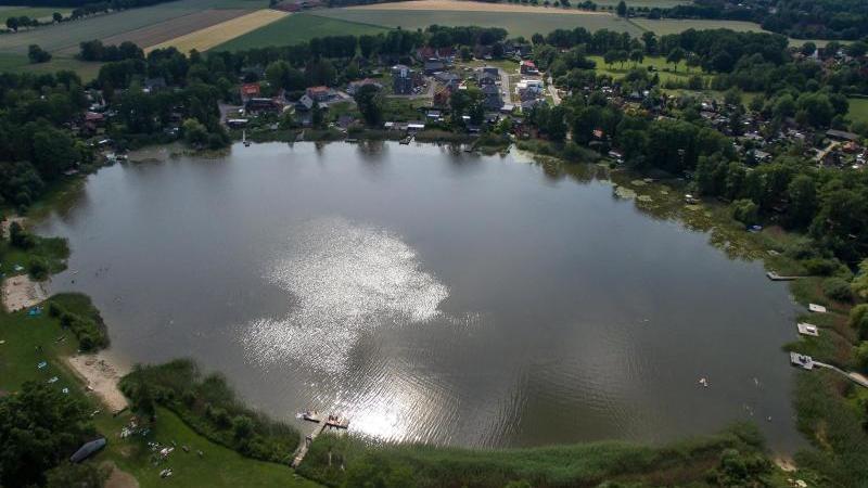 Der Otterstedter See. Foto: Sina Schuldt/dpa/Archivbild