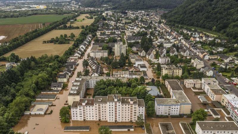 Blick über einen überschwemmten Ortsbezirk der Stadt Trier. Foto: Christian Schulz/Foto Hosser/dpa/Archivbild