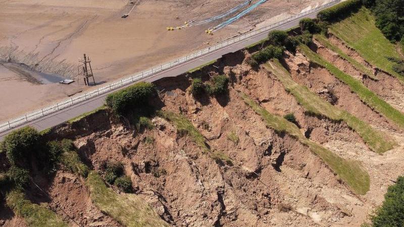 Bei Steinbachtalsperre in Kreis Euskirchen hat das Hochwasser starke Schäden verursacht. Foto: David Young/dpa/Archivbild