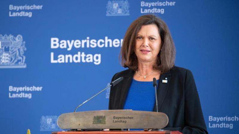 Ilse Aigner (CSU), Präsidentin des Bayerischen Landtags, spricht im Landtag. Foto: Matthias Balk/dpa/Archivbild