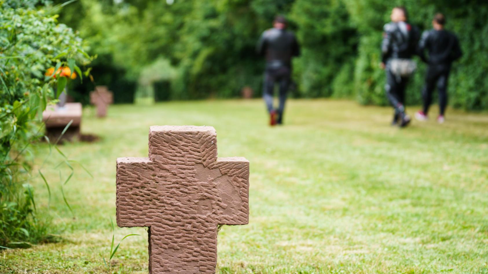 Frau auf Friedhof angezündet: 31-Jähriger in Psychiatrie (Symbolbild)