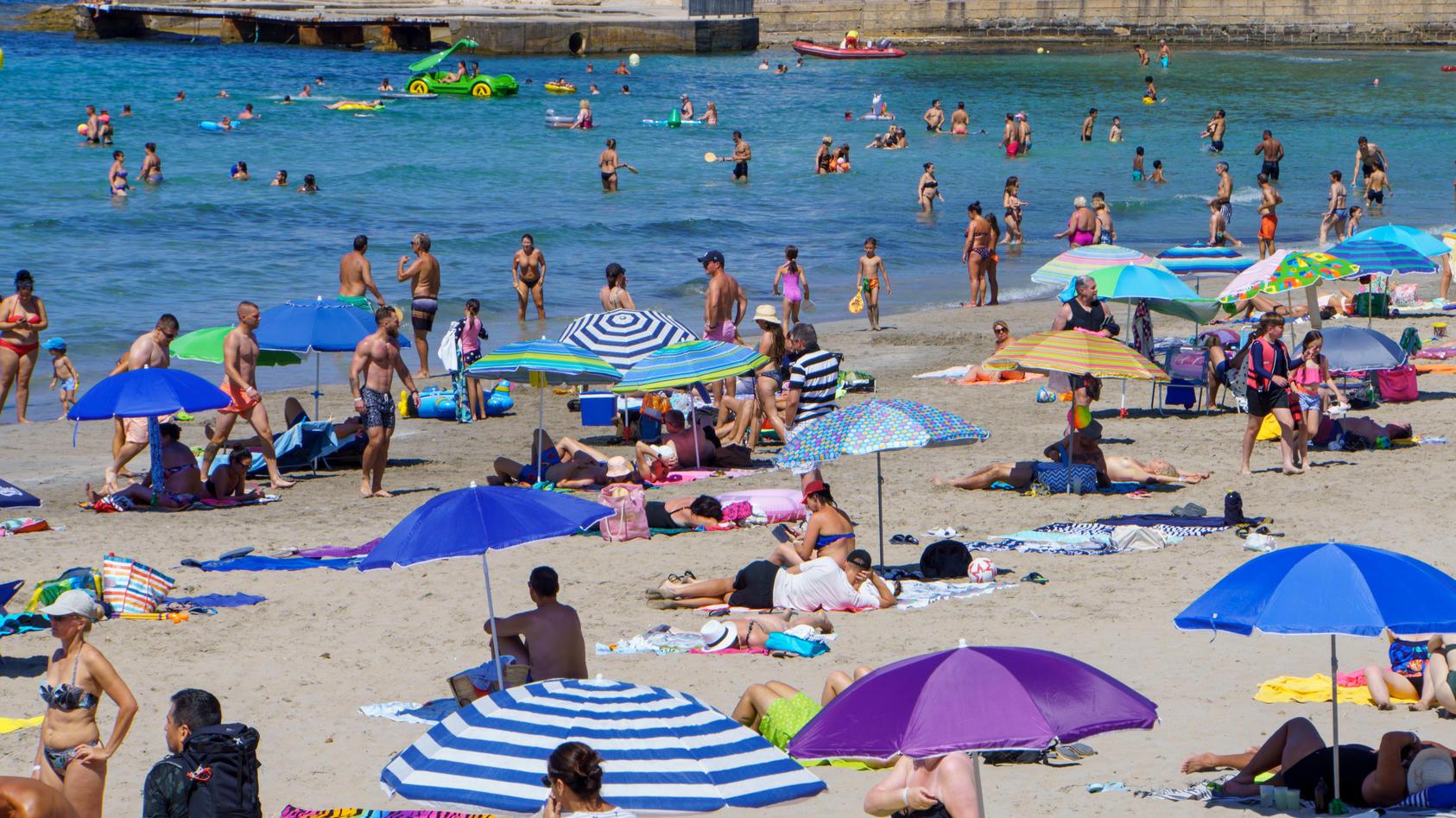 Strand von Paquera auf Mallorca, Spanien, im zweiten Jahr der Corona-PandemieMallorca-