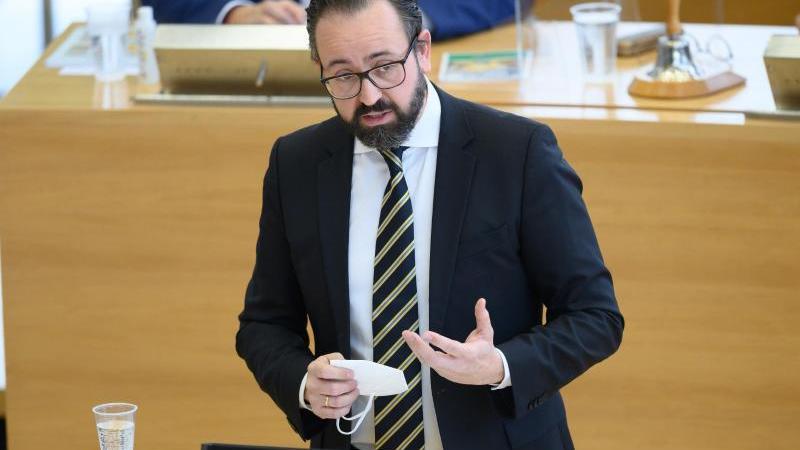Sachsens Wissenschaftsminister Sebastian Gemkow (CDU) spricht bei einerLandtagssitzung. Foto: Sebastian Kahnert/dpa-Zentralbild/dpa/Archivbild