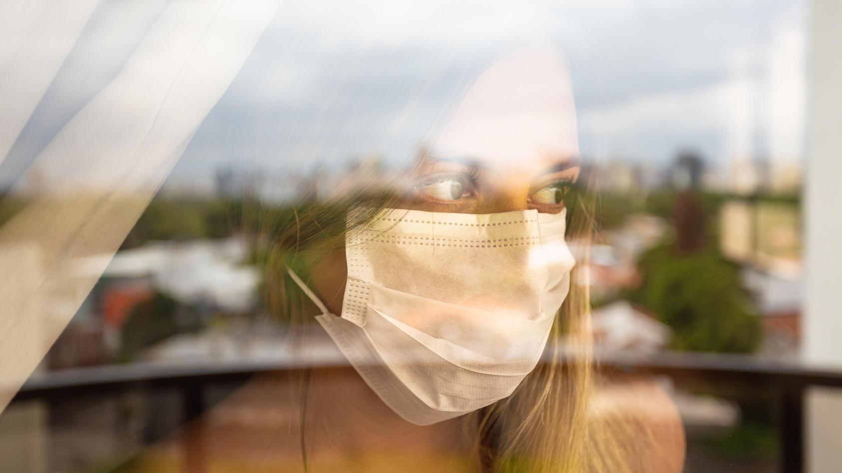 Das RKI beobachtet einen Anstieg die Neuinfektionen bei jüngeren Menschen.