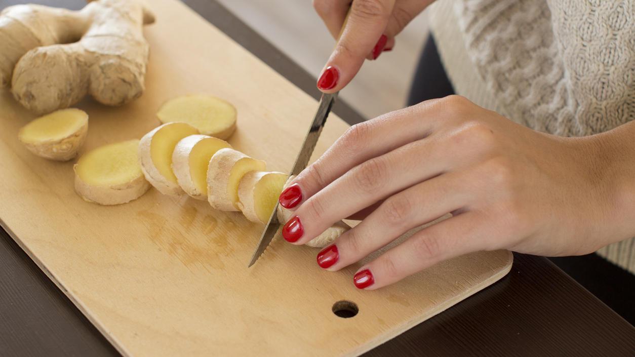 Ingwer enthält Gingerol, das sowohl den Stoffwechsel als auch die Verdauung ankurbelt.