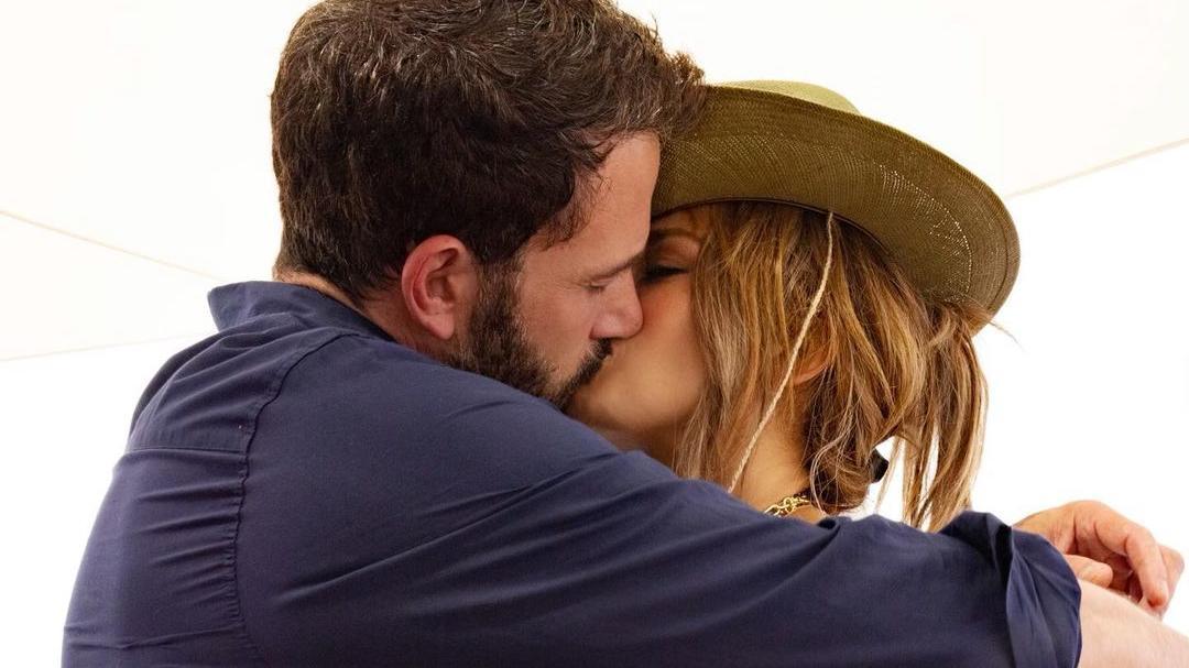Mit diesem heißen Knutsch-Foto macht Jennifer Lopez ihre Liebe zu Ben Affleck offiziell.